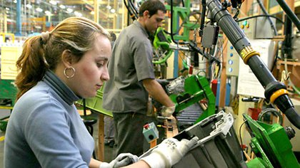 Las mujeres de entre 30 y 64 años recuperaron terreno frente a los hombres en el mercado laboral