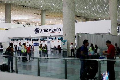 Aeroméxico ha cancelado varios vuelos a nivel mundial a causa de la enfermedad. (Foto: Reuters)
