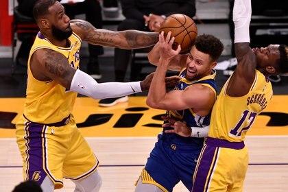 James y Curry se enfrentaron durante esta temporada de la NBA (Robert Hanashiro-USA TODAY Sports)