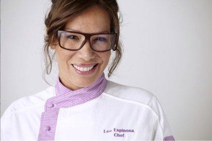 La colombiana Leo Espinosa se centra en mostrar, reivindicar y potenciar las tradiciones gastronómicas de las comunidades de su país, a partir de su patrimonio biológico, cultural e inmaterial.
