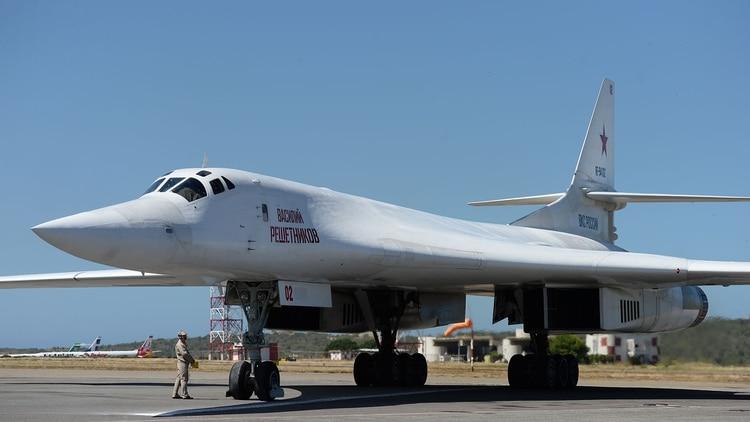 El Tu-160 es capaz de llevar bombas nucleares (AFP)