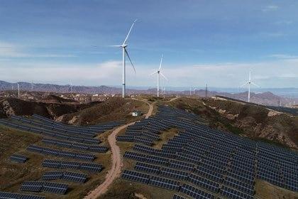 La energía eólica y solar será la base para la generación eléctrica en Arabia Saudita (Foto: Reuters)
