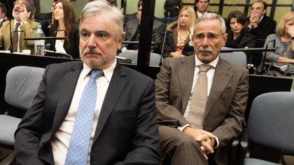 Ricardo Jaime, de traje marrón, durante la audiencia judicial (Fotos: Adrián Escandar)