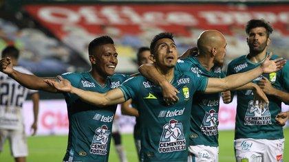 Lyon era el líder del torneo regular y el mejor defensor del campeonato, pero sufrió ante el Puebla peor clasificado en Ligville (Foto: EFE)