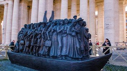 """La escultura de los  """"ángeles inconscientes"""", del canadiense Timothy Schmalz (Shutterstock)"""