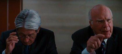 Leahy reaparece como un miembro de la comisión directiva de Wayne Enterprises en El caballero de la noche asciende, de 2012 (Captura de video)