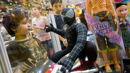 Figuras de acción, patines del diablo y muñecas estás en la lista de lo más pedido este año. (Foto: Reuters)