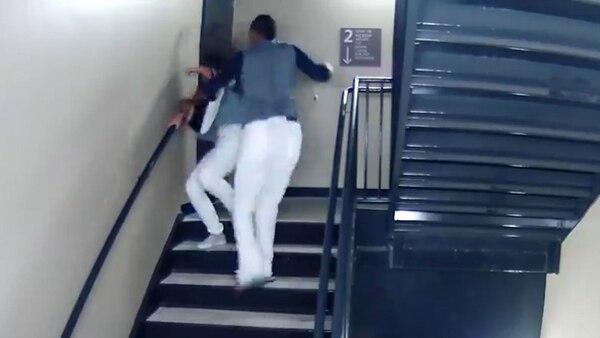 El video que se conoció muestra la golpiza que le dio a su novia