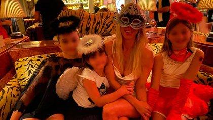 Nicole y sus hijas en Miami, cuando la modelo celebró a lo grande sus 40