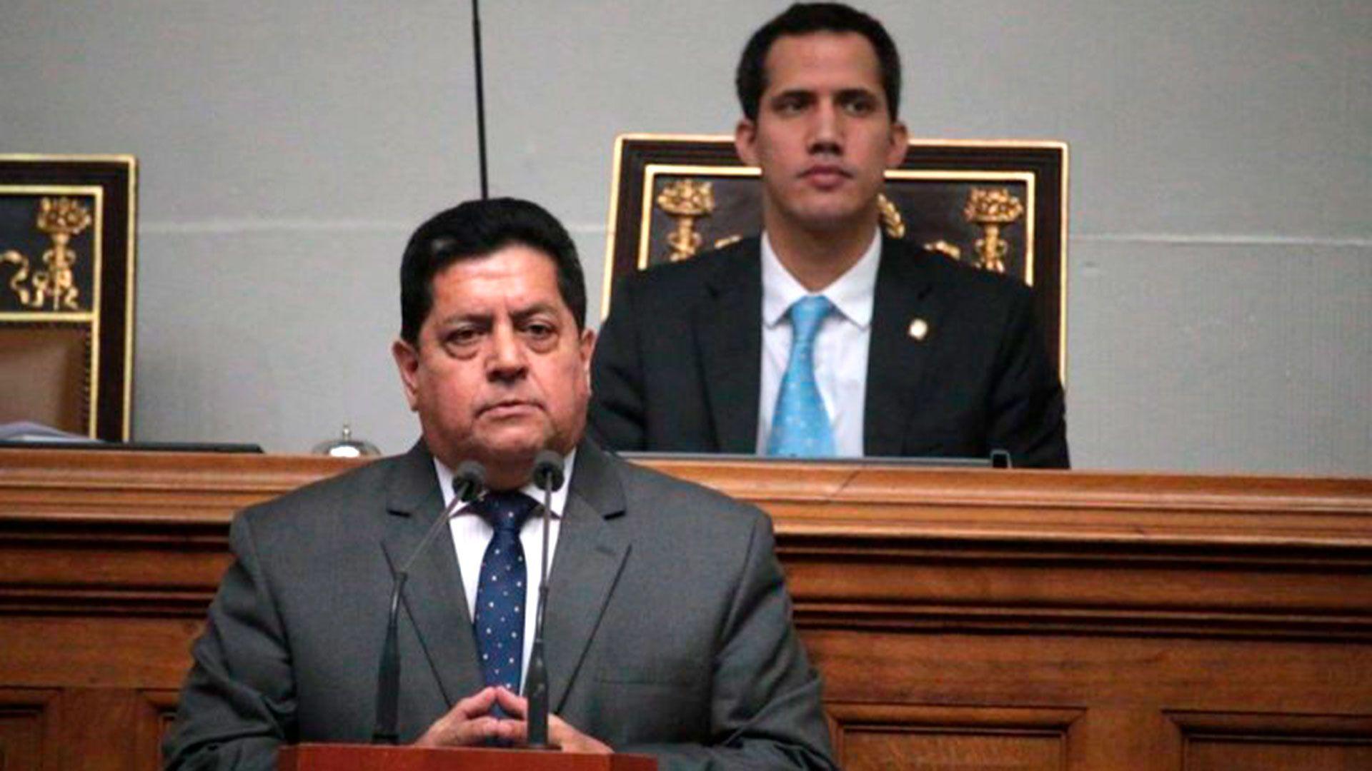 Edgar Zambrano y Juan Guaidó durante una sesión de la Asamblea Nacional