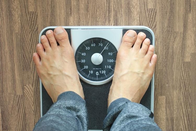 No es lo mismo adelgazar que perder peso. Los expertos recomiendan seguir una alimentación equilibrada y evitar las