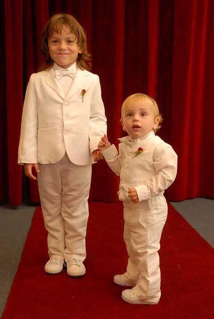 Thiago junto a Franco, su hermano menor. Juntos diseñaron la campaña mundial en busca de un tratamiento