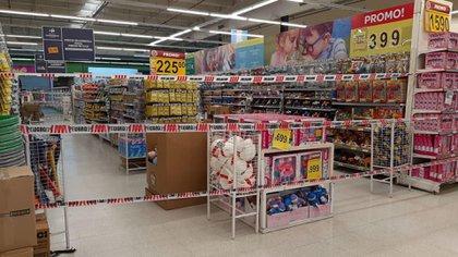 En Tres de Febrero y Merlo restringen la venta de productos no esenciales en los grandes supermercados