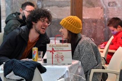 Se sabe desde hace mucho tiempo que el humor es importante para mantener las relaciones románticas (REUTERS/Flavio Lo Scalzo)