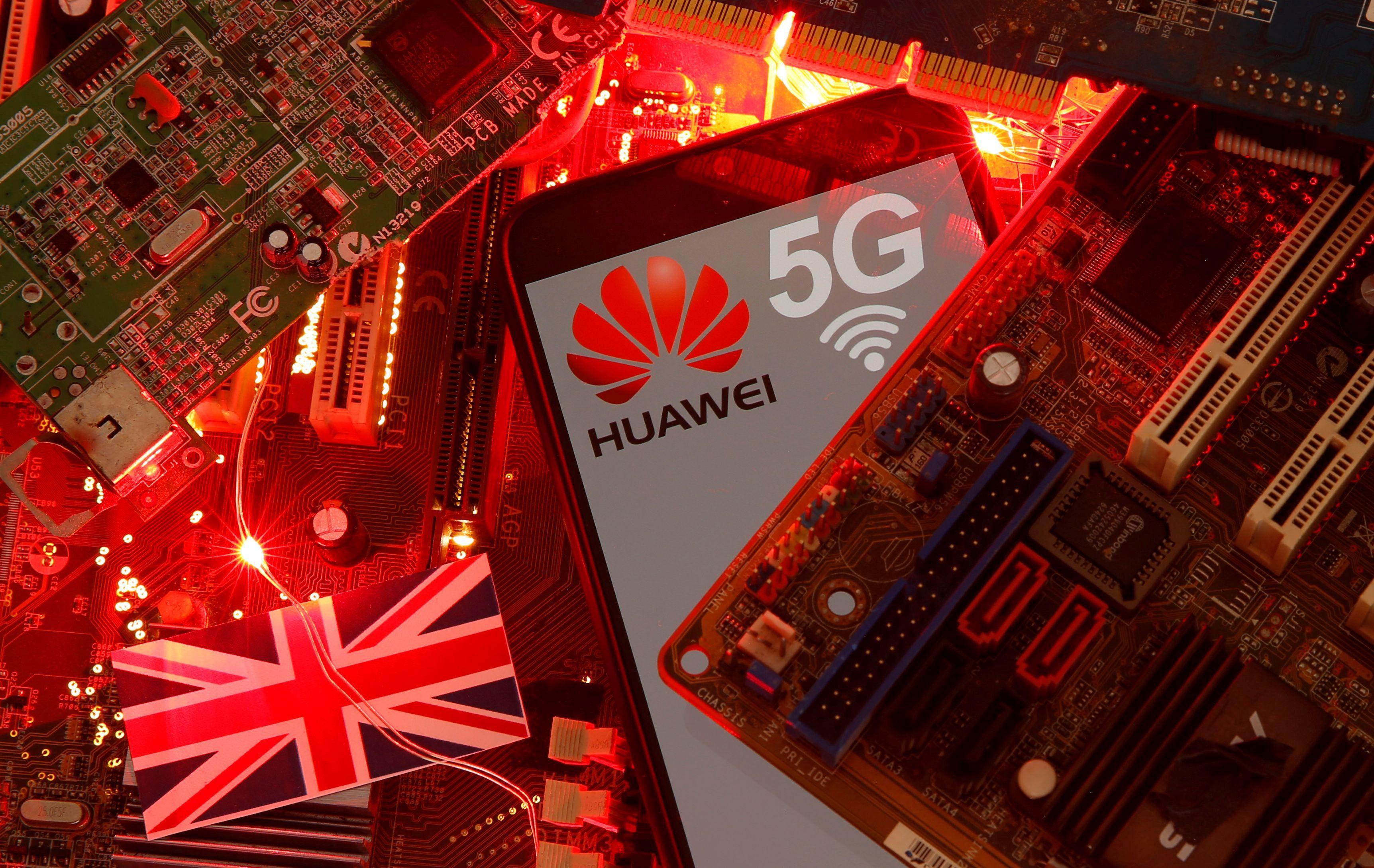 En enero el Reino Unido había limitado a 35% la participación de Huawei en sus redes de 5G, pero ahora busca su salida total (REUTERS/Dado Ruvic)
