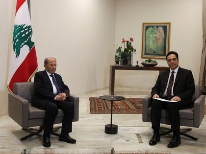 Lebanon's Prime Minister Hassan Diab meets Lebanon's President Michel Aoun as he submits his resignation at the presidential palace in Baabda, Lebanon August 10, 2020. REUTERS/Aziz Taher