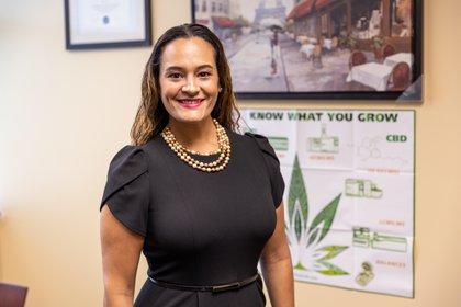 Fotografía cedida por la Universidad de Miami donde aparece la epidemióloga puertorriqueña Denise Vidot, profesora adjunta de la Escuela de Enfermería y Estudios de Salud de la Universidad de Miami, Florida. EFE/Universidad de Miami