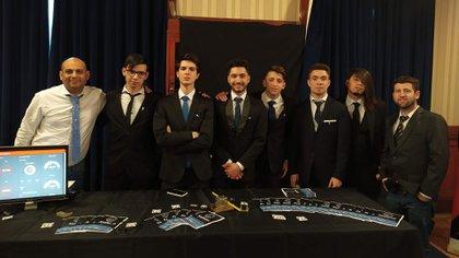 Los alumnos y el profesor participaron de un congreso internacional en Escocia
