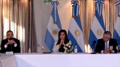 El ministro de la Economía, cuando explicó en Olivos ante los gobernadores los lineamientos de la oferta cuya enmienda se presentará el lunes ante la SEC