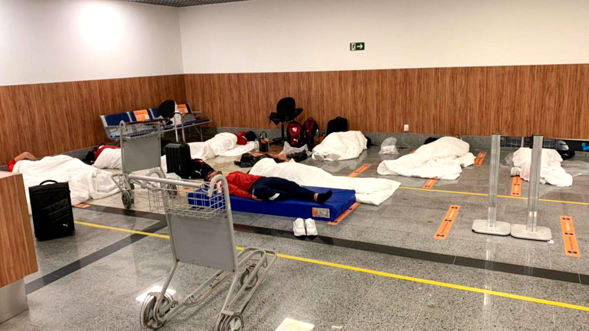 Plantel-Independiente-en-el-aeropuerto-de-Bahia