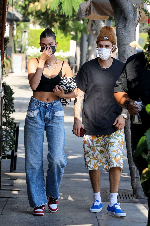 Celebrities-en-un-clic-Justin-Bieber-Hailey-Bieber-08102020
