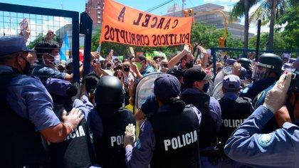 La Policía de Formosa reprimió a ciudadanos que se manifestaron contra el retroceso a Fase 1