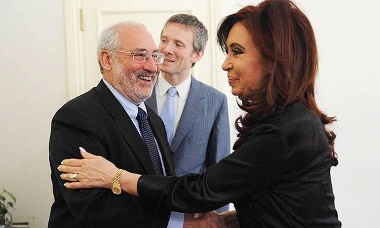 La ex presidenta Cristina Fernández de Kirchner siempre elogió las posturas heterodoxas del Premio Nobel