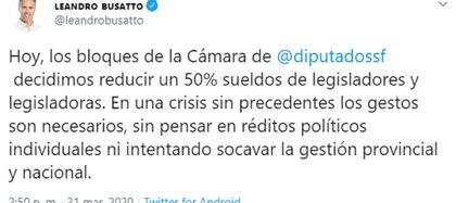 El diputado oficialista Leandro Busatto anunció en las redes la baja del salario de los funcionarios santafesinos