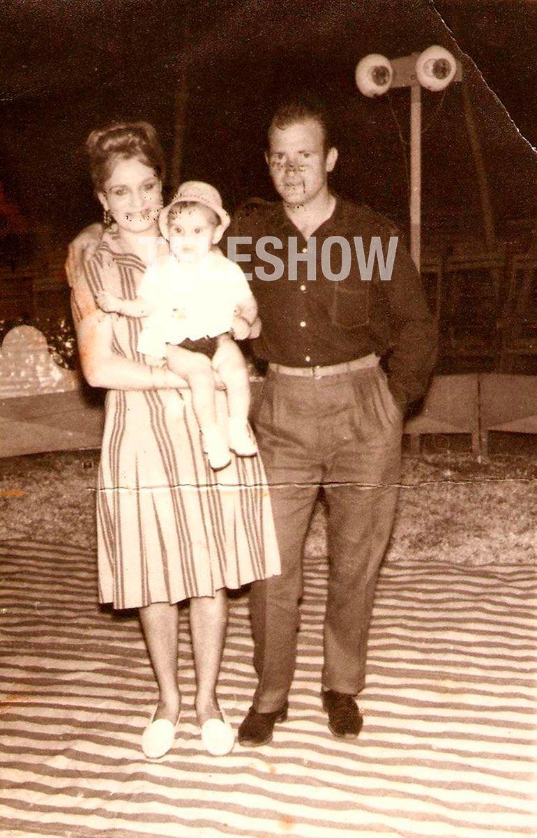 Zulma y Enrique, los papás de Flavio, con una de las hermanas del coreógrafo