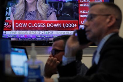En Wall Street advierten una salida de fondos de acciones para pasarse a bonos del Tesoro. (Reuters)
