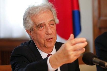 Banque de Photo - ancien président uruguayen Tabaré Vázquez parle lors d'une conférence de presse à montevideo.  23 déc.2019. REUTERS / Mariana Greif