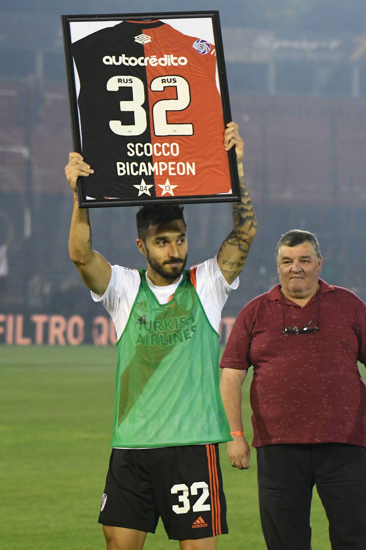 Nacho Scocco en su última visita oficial al Parque Independencia con la camiseta de River (Fotobaires)