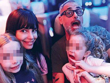 El domingo Pereiro y Rial llegaron a los Estados Unidos con sus hijas para disfrutar las últimas vacaciones como solteros. Abundaron las bromas y las compras en familia.