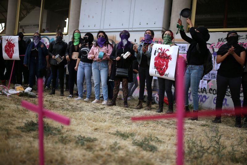 En marzo cuando comenzó el confinamiento, se dispararon las llamadas de auxilio por violencia contra la mujer (Foto: REUTERS/Luisa González/Archivo)