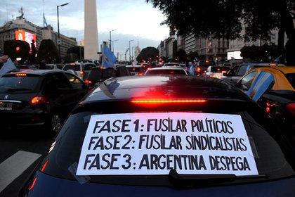 Los mensajes contra la política y el sindicalismo estuvieron impresos an algunos de los afiches que mostraron los manifestantes
