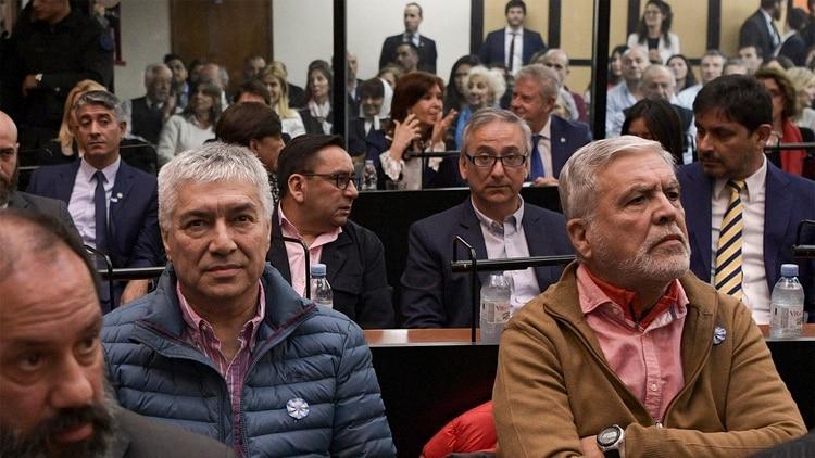 Báez y De Vido en primera fila con Cristina Kirchner de fondo (Photo by JUAN MABROMATA / AFP)