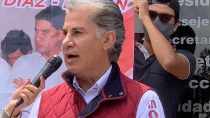 Rojas Díaz Durán presentó este domingo su candidatura a presidente de Morena (Foto: Cortesía)