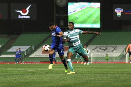 Juan Reynoso lamentó no poder dar fechas a la afición de La Máquina para un buen funcionamiento del equipo (Foto: Cortesía/ Club Santos)
