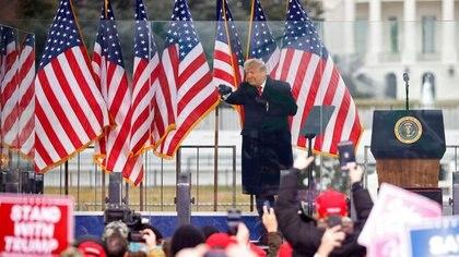 Donald Trump durante su discurso ante sus seguidores frente a la Casa Blanca el 6 enero 2021. REUTERS/Jim Bourg