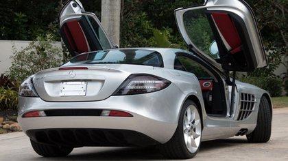 Mercedes 2006, aunque no se especificó de qué color era el que tenía el Chapito (Foto: Twitter@Barrett_Jackson)