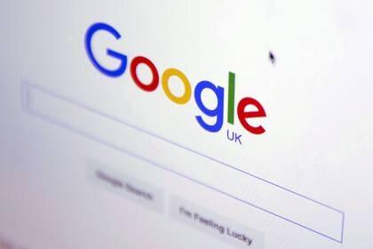 FOTO DE ARCHIVO: La página web de Google en un dispositivo de una tienda Londres, 23 de enero de 2016.  REUTERS/Neil Hall