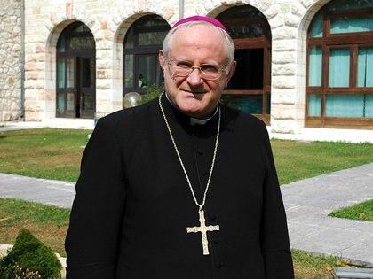 """El actual obispo de Verona, Giuseppe Zenti, afirmó que las acusaciones contra Carraro eran """"penosas"""" y """"un cúmulo de mentiras"""""""