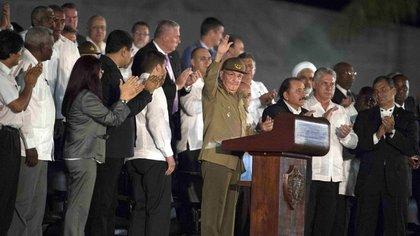 Raúl Castro encabeza el acto oficial en la Plaza de la Revolución (AFP)