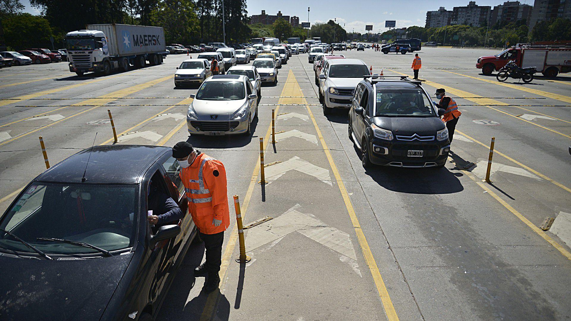 Nuevo control de transito - vehiculos secuetrados - Autopista Ricchieri - General Paz - autos motos camiones - policia - cuarentena coronavirus