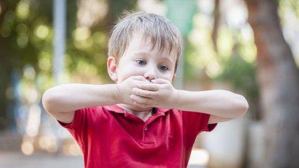 El tartamudeo hace que muchas personas eviten situaciones comunicacionales por miedo a no poder expresarse o hacerse entender (Shutterstock)