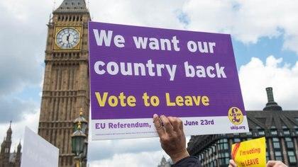 Un cartel durante la campaña a favor del Brexit (AFP)