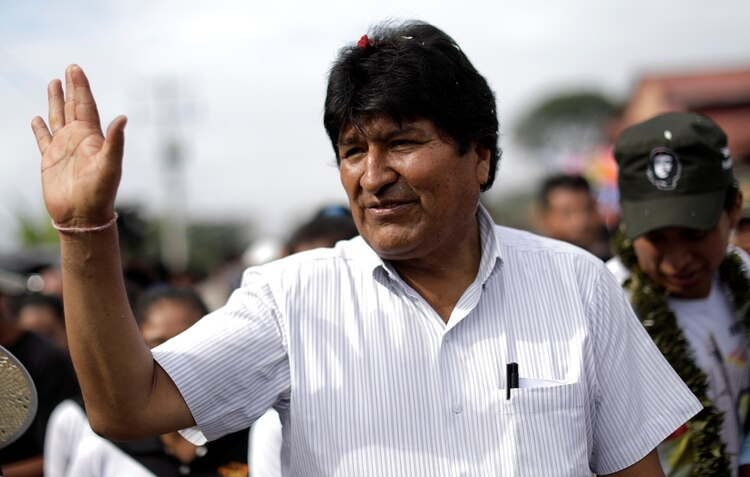 Bolivia's President and candidate Evo Morales of the Movement Toward Socialism (MAS) party waves after voting in the presidential election at a polling station in a school in Villa 14 de Septiembre, in the Chapare region, Bolivia, October 20, 2019. REUTERS/Ueslei Marcelino