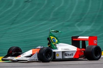 El legendario McLaren, conducido por Bruno Senna, sobrino del piloto multicampeón (Prensa GP de Brasil / Betoissa photos)
