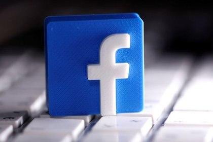 """Facebook explicó que su capacidad de ofrecer anuncios dirigidos en iOS 14 será """"limitada"""" (Foto: Dado Ruvic/ Reuters)"""