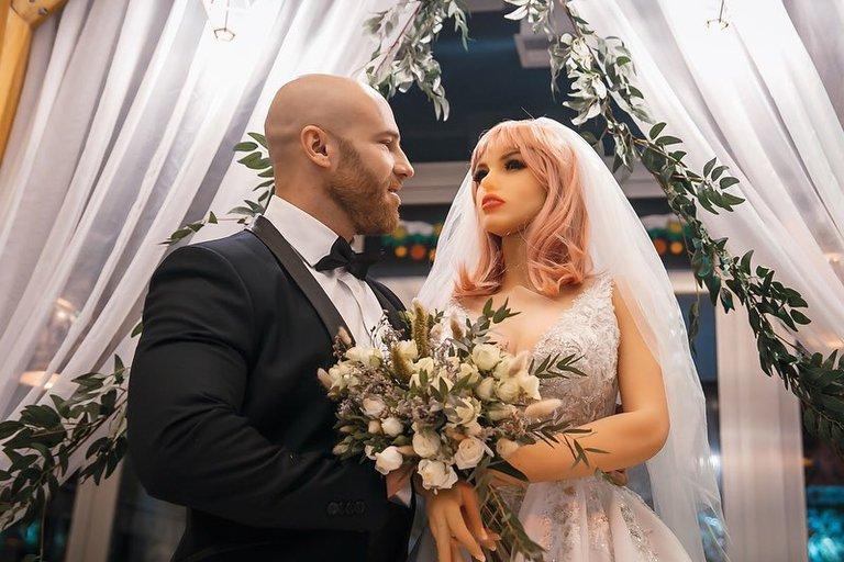 Yuri Tolochko se separa pero ya tiene nueva esposa. 4URX6TJK35HB3JZBHXUQ2EGWLI
